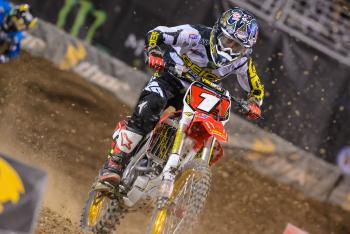 Who is the favorite to win the 250SX East Region?