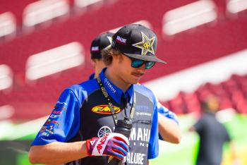 Seely, Plessinger Named 2015 Supercross Rookies of the Year