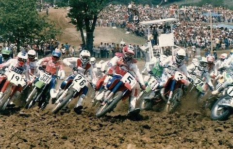 Johnson (5) and O'Mara (3) charge into the first turn in 1986. That's Danny Storbeck (19) on the outside.