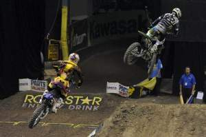 Eventually, Stewart (1) caught Villopoto (2) and applied the pressure.