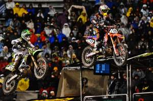 Hahn (49) led Josh Hansen (100) on the first lap, but Hansen led the rest.