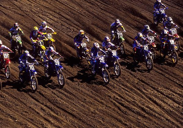 The season also marked the debut of Yamaha's YZ250F. As you can see here, the blue bikes were pretty fast off the start!